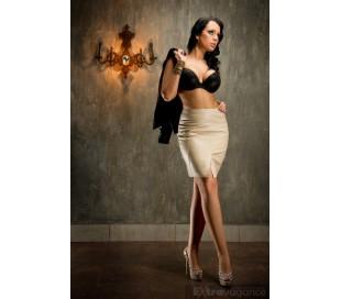 Elegantní sukně z umělé kůže rozparek vepředu